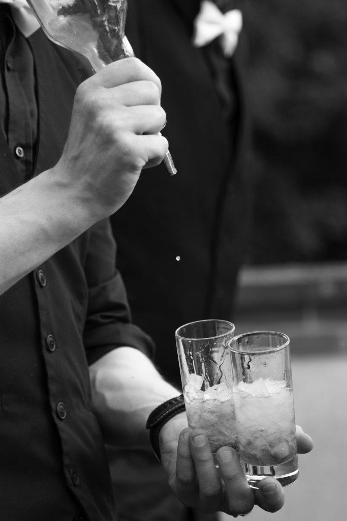 Barman mixologiste : L'art de mélanger les saveurs pour la création de cocktail